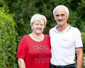 Annette und Rudolf Furtner im Garten.