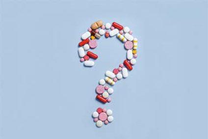 Fragezeichen aus Medikamenten.